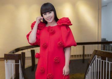 Hoa hậu Hằng Nguyễn tự thiết kế đầm lộng lẫy, lăng xê mốt đính hoa