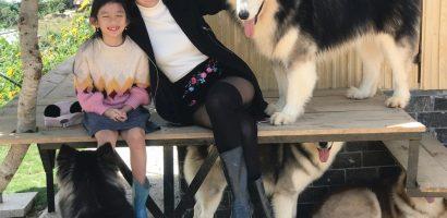 Ngọc Diễm đưa con gái 8 tuổi lên Đà Lạt 'hâm nóng tình cảm mẹ con'