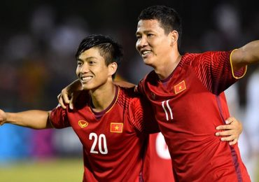 Mẹ Văn Đức phấn khích khi con ghi bàn 2-1 hạ tuyển Philippines