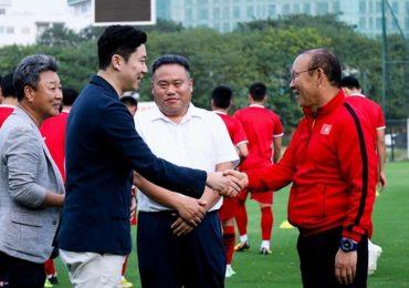 HLV Park Hang-seo gặp tay súng huyền thoại trước trận Philippines