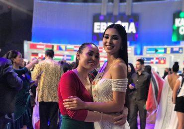 Tiểu Vy rạng rỡ ôm mẹ sau đêm chung kết Hoa hậu Thế giới 2018