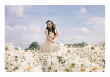 Paris Vũ đẹp ngọt ngào trong khu vườn ngập tràn hoa cúc hoạ mi