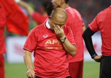 HLV Park Hang-seo không cầm được nước mắt sau chức vô địch AFF Cup 2018