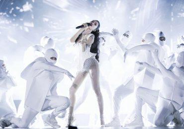 Đông Nhi hát 'sung' giữa 40.000 khán giả trong liveshow 10 năm