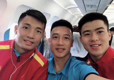 Tuyển thủ Việt Nam đăng ảnh lên đường sang Qatar tập huấn