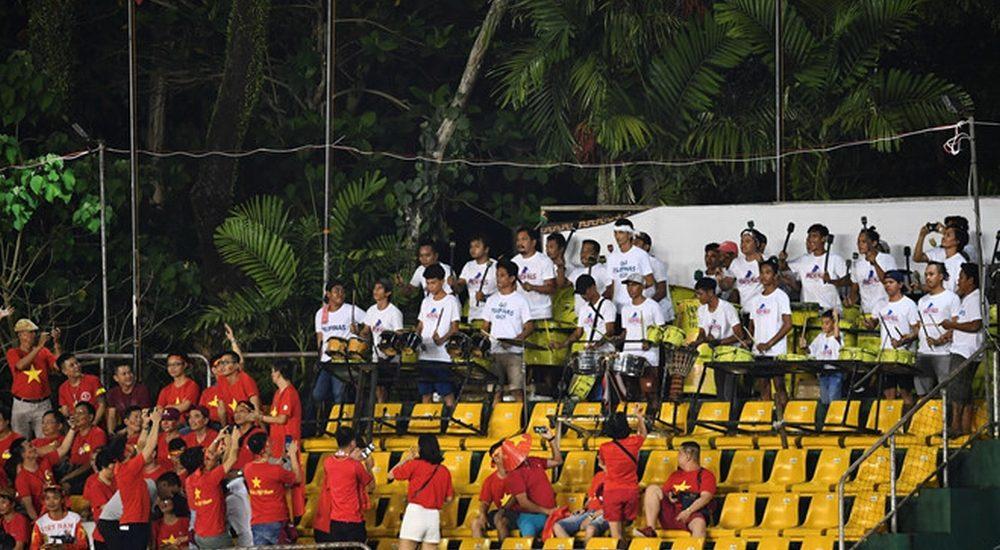 Cổ động viên Việt Nam bức xúc vì bị ban tổ chức sân Panaad gây khó dễ