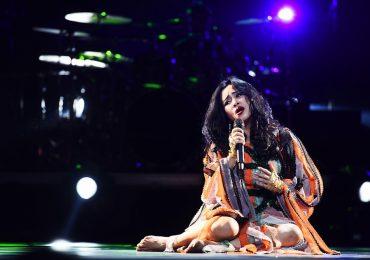 Thanh Lam hát với chân trần, chứng minh đế chế diva chưa lụi tàn