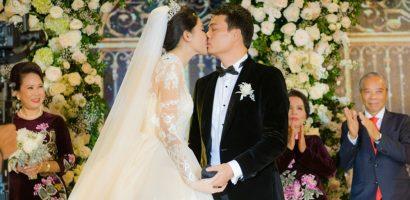 Á hậu Thanh Tú và chồng đại gia liên tục âu yếm trong tiệc cưới