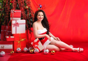 Hoa hậu Lê Thanh Thúy quyến rũ trong bộ ảnh giáng sinh