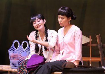 Vở diễn 'Nửa đời ngơ ngác' của sân khấu Hoàng Thái Thanh cán mốc 150 suất diễn