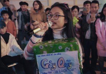 Phương Mỹ Chi gây chú ý khi ngẫu hứng hát gây quỹ từ thiện trên đường phố Đà Lạt