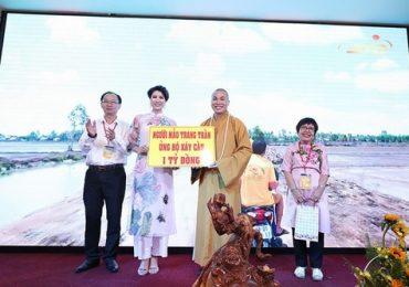 Người mẫu Trang Trần ủng hộ 1 tỷ đồng xây cầu cho người nghèo