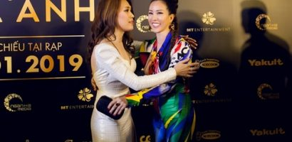 Hoa hậu Thu Hoài hội ngộ, ôm chặt Mỹ Tâm trong đêm ra mắt phim 'Chị trợ lý của anh'