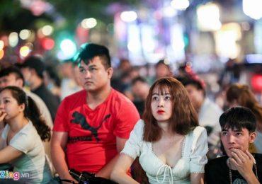 Người hâm mộ Sài Gòn cổ vũ cuồng nhiệt tuyển Việt Nam