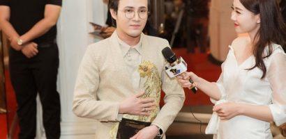 Huỳnh Lập nổi bật trên thảm đỏ Mai Vàng với trang phục thiết kế độc lạ hình 'Gà vàng'