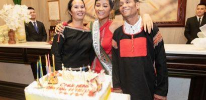 Hoa hậu H'Hen Niê về quê nhà Đắk Lắk kỷ niệm 1 năm đăng quang
