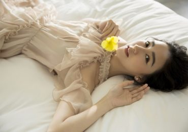 Ngắm vẻ đẹp tinh khôi, nữ tính của Á hậu Hà Thu
