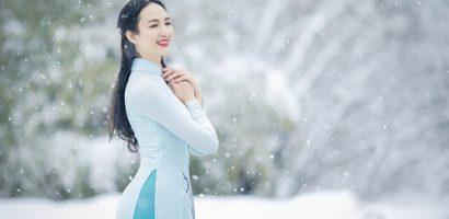 Ngọc Diễm diện áo dài Việt tại làng cổ Nhật Bản