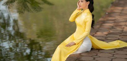 Phi Huyền Trang đẹp thước tha trong tà áo dài truyền thống Việt