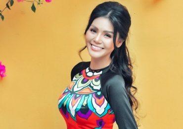 Hoa hậu Kim Nguyên khoe nhan sắc rạng rỡ với áo dài họa tiết
