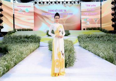 Trịnh Kim Chi rạng ngời chấm thi 'Duyên dáng áo dài'