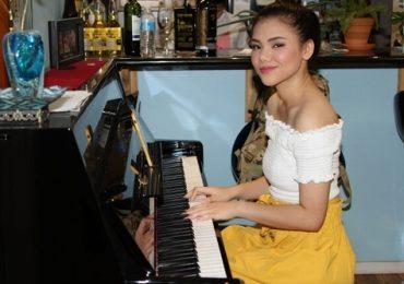 Minh Như tập hát 2 tiếng mỗi ngày, chuẩn bị cho vòng thi tiếp theo của American Idol 2019