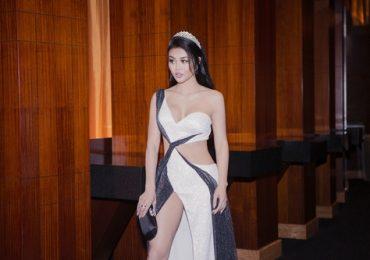 Hoa hậu Julia Hồ khoe chân nuột, eo kiến trên thảm đỏ
