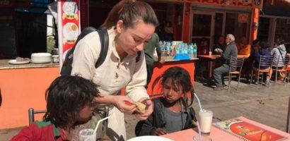 Phi Nhung sang Ấn Độ làm từ thiện