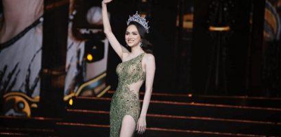Hương Giang thay 3 bộ váy lộng lẫy trong đêm trao lại vương miện Hoa hậu