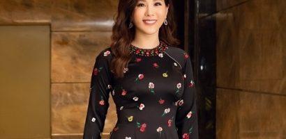 Hoa hậu Thu Hoài đẹp dịu dàng khi diện áo dài đi dự kiện