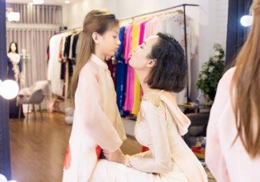 Hoa hậu Ngọc Diễm đưa con gái đi thử áo dài