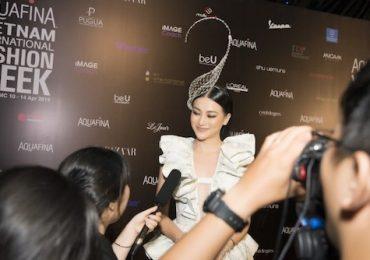 Hoa hậu Phương Khánh hoá nữ bá tước đầy quyến rũ