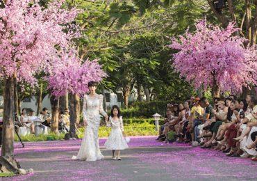 Xuân Lan và con gái làm vedette, trình diễn BST mới của NTK Văn Thành Công