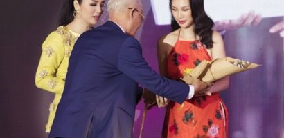 Paris Vũ giành giải 'Bông hồng quyền lực 2019', diễn vedette thời trang