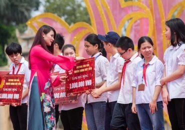 Kết thúc 'Festival Văn hóa truyền thống Việt 2019', BTC trao học bổng cho trẻ em khuyết tật