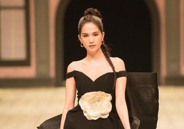 Ngọc Trinh khoe bờ vai gợi cảm khi diễn vedette show IVY moda