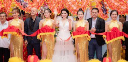 CEO Cao Thị Thùy Dung nhiệt tình đón tiếp đại lý trong và ngoài nước tề tựu