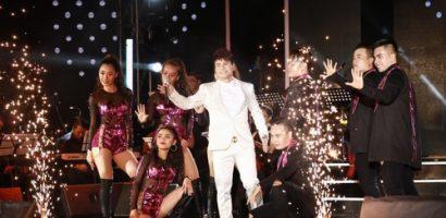 Khán giả ngồi kín liveshow 'Tri ân 2' của Lương Gia Huy bất chấp mưa gió