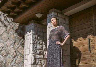 Hoa hậu Hà Kiều Anh khoe dáng giữa phố cổ Hàn Quốc