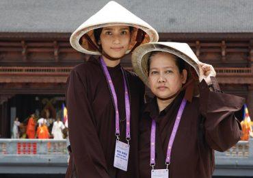 Á hậu Trương Thị May cùng mẹ tham dự Đại lễ Phật đản Vesak LHQ 2019