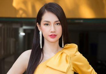 'Gái một con' Quỳnh Chi khoe vai trần gợi cảm tại sự kiện