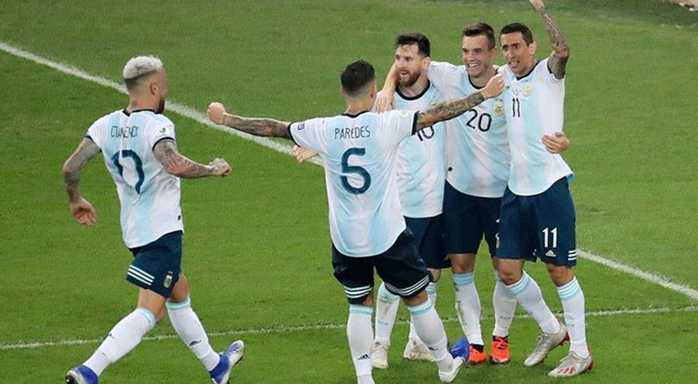 Messi gây ngạc nhiên vì hát quốc ca Argentina