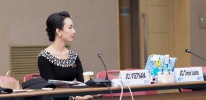 Hoa hậu Ngọc Diễm diện áo dài khi công tác, mọi người khen ngợi hết lời