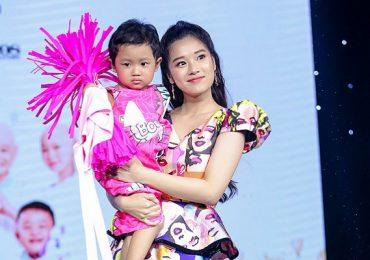 Hoàng Yến Chibi trình diễn thời trang cùng bệnh nhi ung thư
