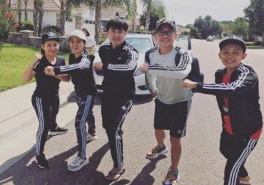 Phi Nhung đưa Hồ Văn Cường và các con nuôi sang Mỹ diễn
