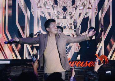 Lam Trường thân thiện, 'quẩy' hết mình với khán giả