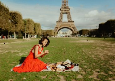 Hoàng Oanh thực hiện ước mơ thuở bé trong dịp đến với Paris