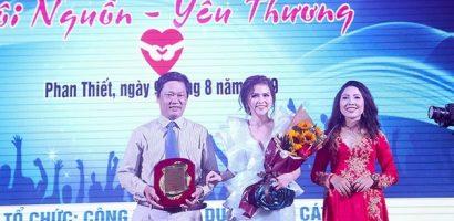 Hoa hậu Thu Lệ gợi cảm trong chương trình 'Cội nguồn – Yêu thương'