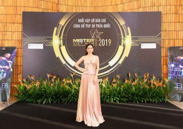 Hoa hậu Thu Hoài mặc đầm hở táo bạo đi sự kiện