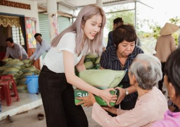Nam Em cùng fan làm từ thiện nhân ngày giỗ cha